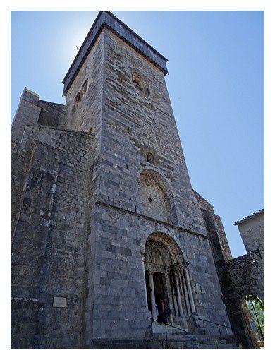 la tour clocher à portail roman
