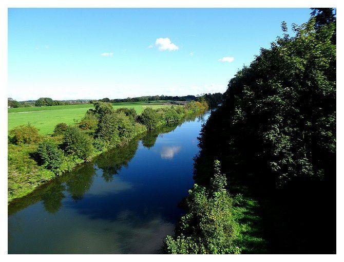 la rivière Lippe&#x3B; le canal est en parallèle (sur la droite, donc au sud ... au fond c'est l'Est)