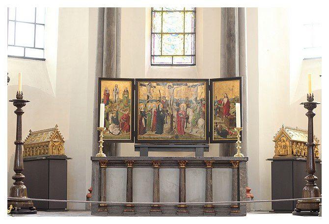 l'autel repositionné après un long temps à Bonn