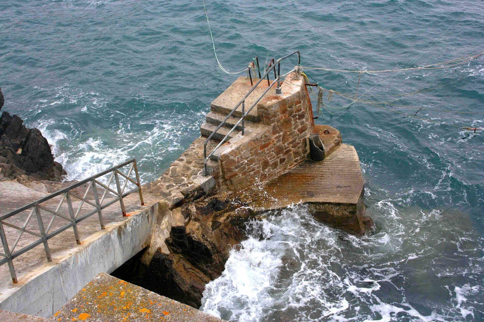 221 -    Le port abri du Vorlen, porzh ar Vorlenn, baie des Trépassés, pointe du Van, Cap-Sizun, Finistère-sud, Brittany, photos by GeoMar