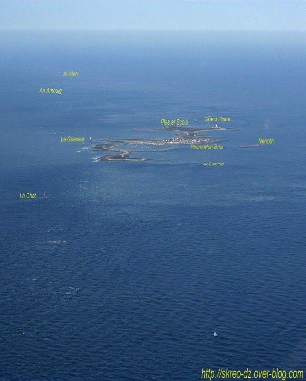 Vue aérienne du Phare d'Ar-Men  au Raz de Sein.