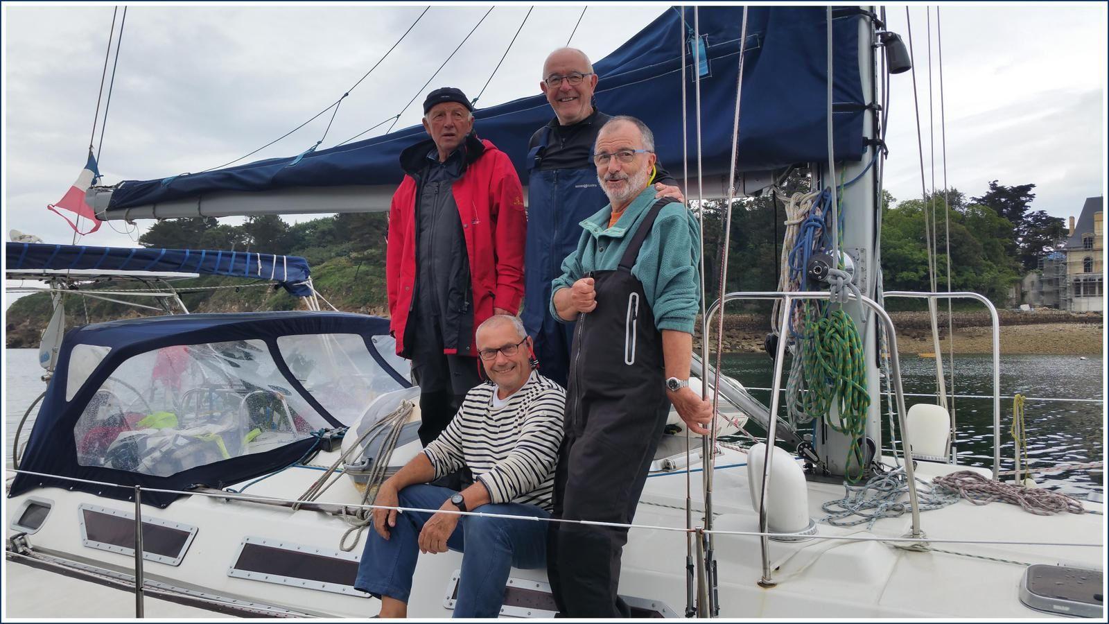 L'équipage du voilier Sun Magic 44  Roche Noire.