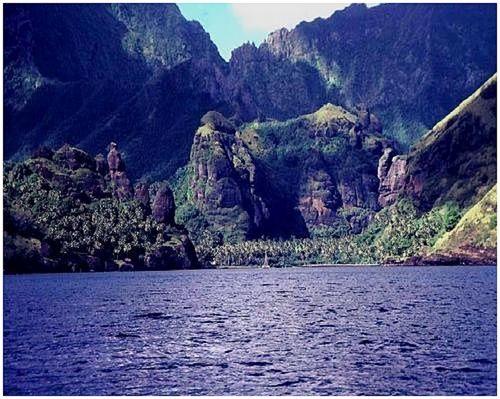 Baie des Vierges Hanavave, île de Fatu-iva archipel des Marquises © GeoMar 1986-07.