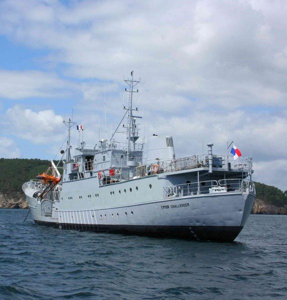 The boat that rocked, Timor Challenger in Douarnenez bay