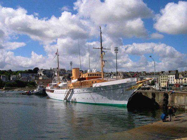 Le Dannebrog en escale au port du Rosmeur à Douarnenez en mai 2003.