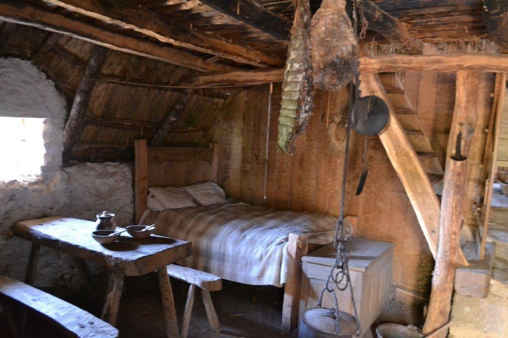 Un village au Moyen-Age en Xaintrie: à Saint-Julien-aux-bois.