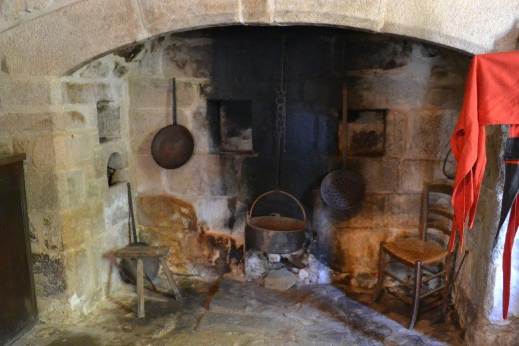 Moyen-Age en Xaintrie: Les Tours de Merle