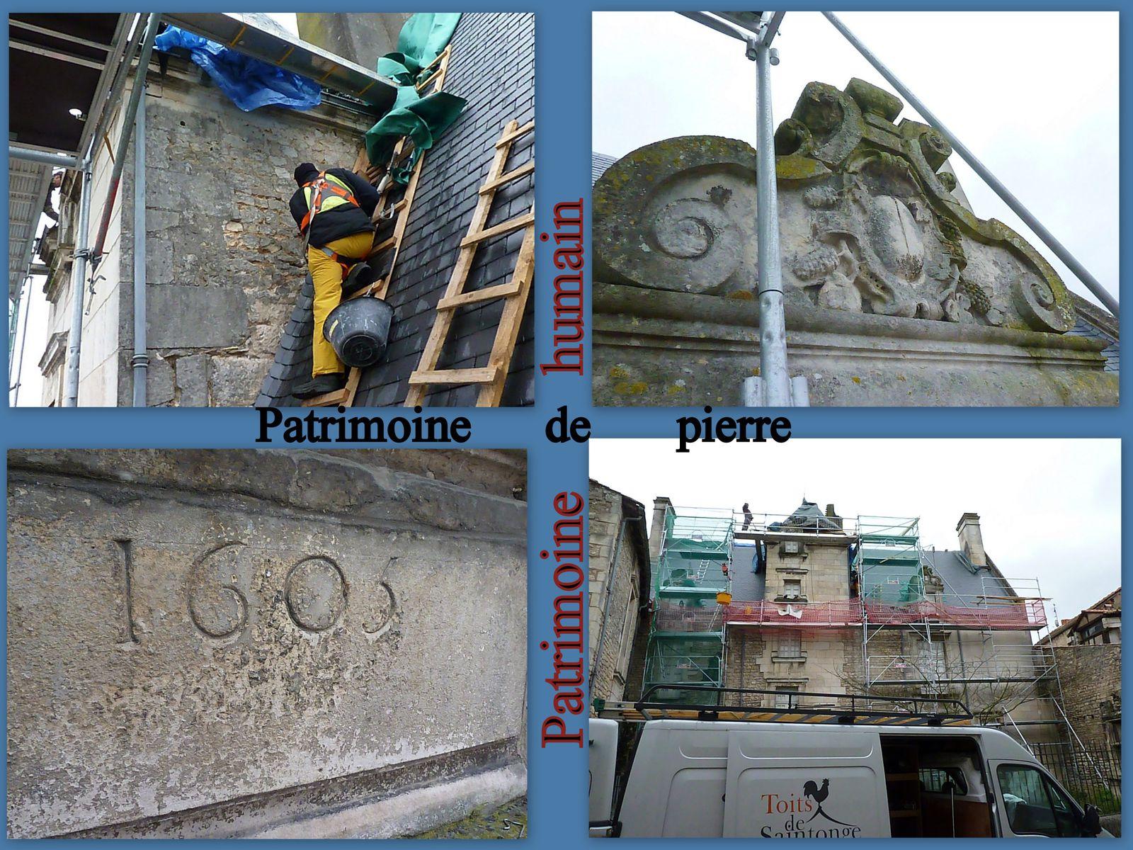 Nous remercions l'entreprise «  Les toits de Saintonge » (et la ville de Saintes) qui nous a permis cette série de photos hommage à des travailleurs spécialisés sur les toitures. Cette prospection ne fut pas que photographique, voire sociétale (valorisation du travail), mais elle était aussi une recherche d'indices historiques. En fait aucun graffiti n'a été découvert, pas plus que des pierres de second emploi. Par contre il a été possible de réaliser des clichés de face de la date « 1605 »  et d'une fenêtre sculptée.  Merci aux ouvriers qui nous ont réservé le meilleur accueil et facilité le cheminement sur les différents paliers de l'échafaudage.  A savoir que le patron de cette petite entreprise est compagnon du tour de France dans sa spécialité, ce qui l'a mené au cours de son parcours « initiatique » en différents lieux et chantiers sur l'hexagone.