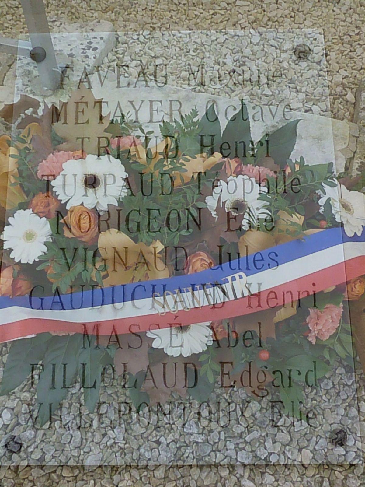 Ecurat petite commune rurale mentionne 10 noms d'hommes morts pour la France en 14/18.