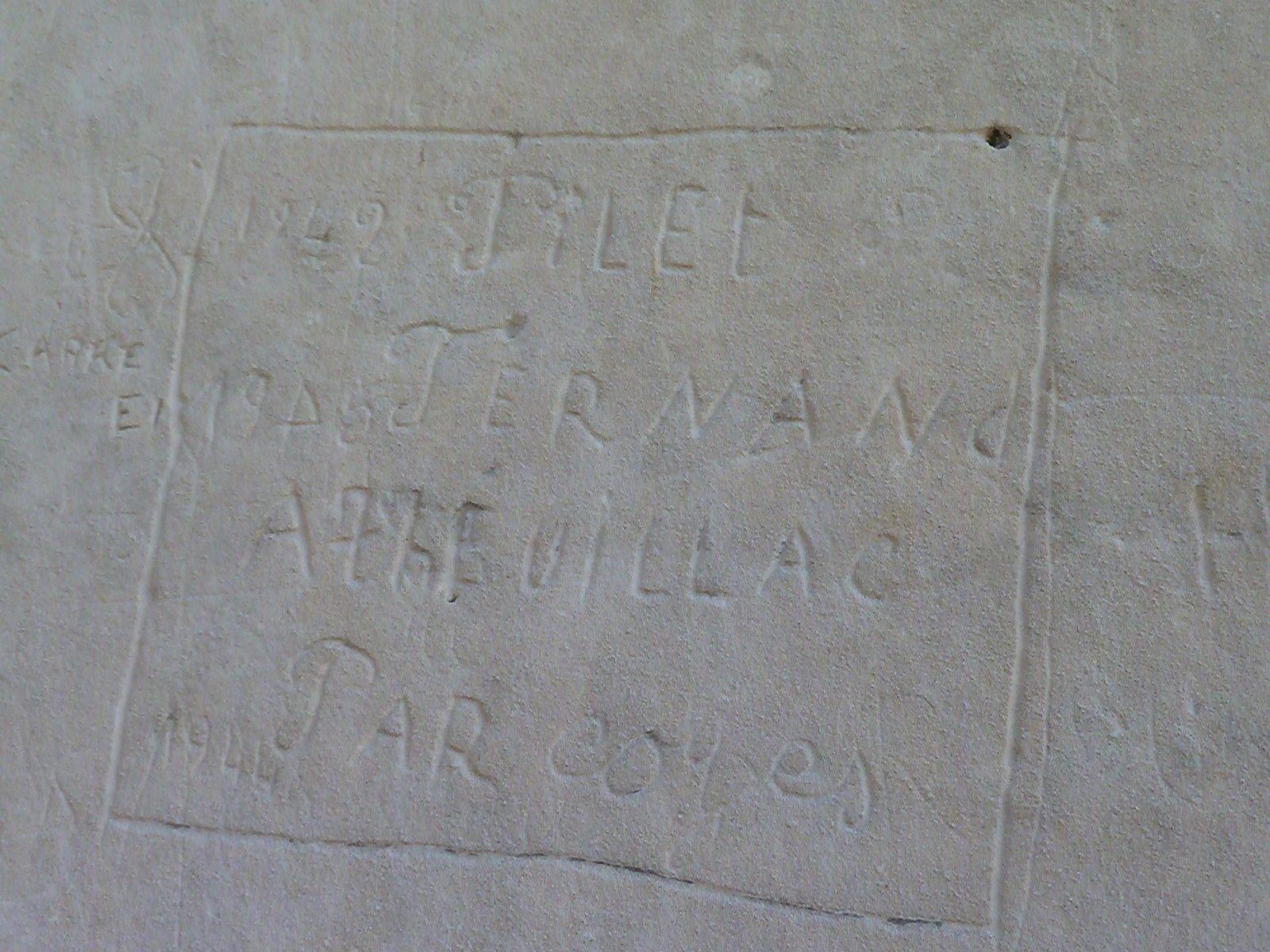 """Après le terrain, le """" bureau d'études """". En fait le relevé des graffitis est une première démarche avec ses critères (concept Michel souris), quant à l'interprétation et à l'intégration à d'autres faits historiques (in situ) c'est un autre programme où chacun peut être invité à travailler."""