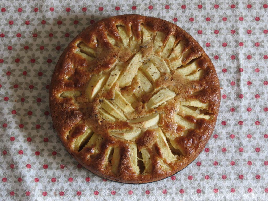 Gâteau sans lait aux pommes et à l'amande