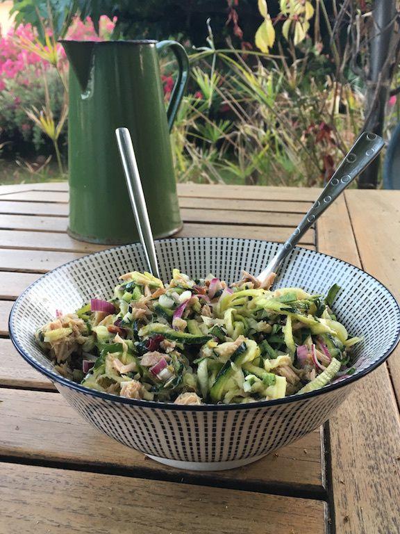 Spaghetti de courgettes en salade de thon et câpres