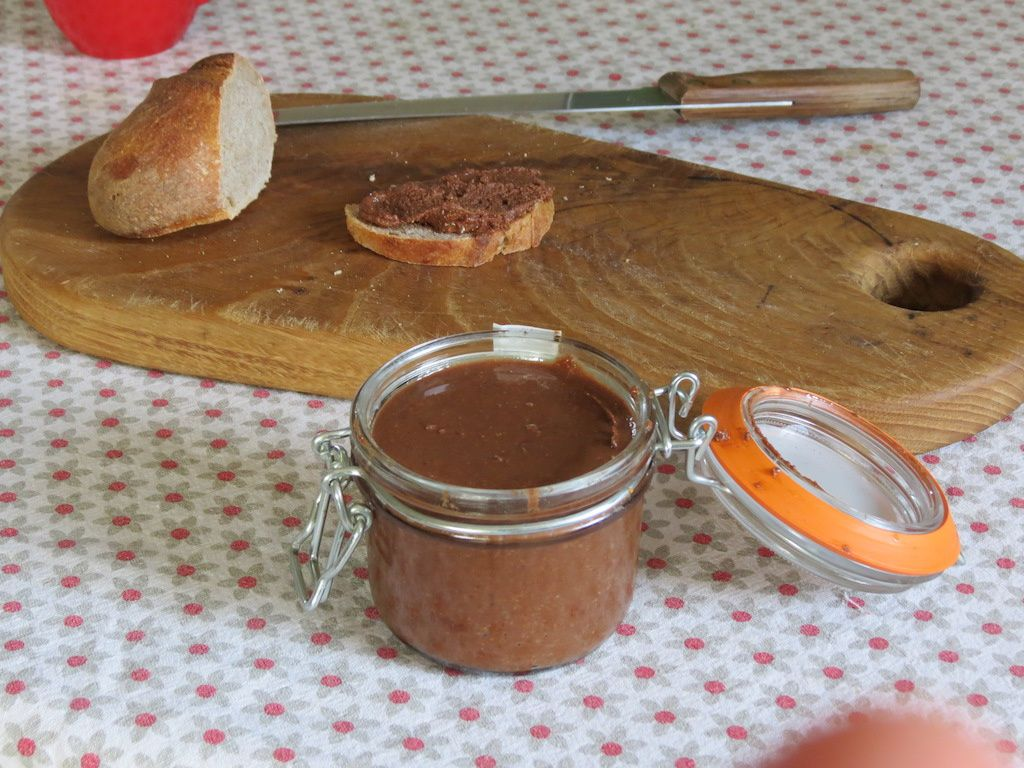 Pâte à tartiner noisette-chocolat 100% maison (ou presque)