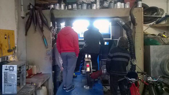 Passage au banc d'essais de la meule de Caribou qui milite habilement sur la brêle de Rabaute