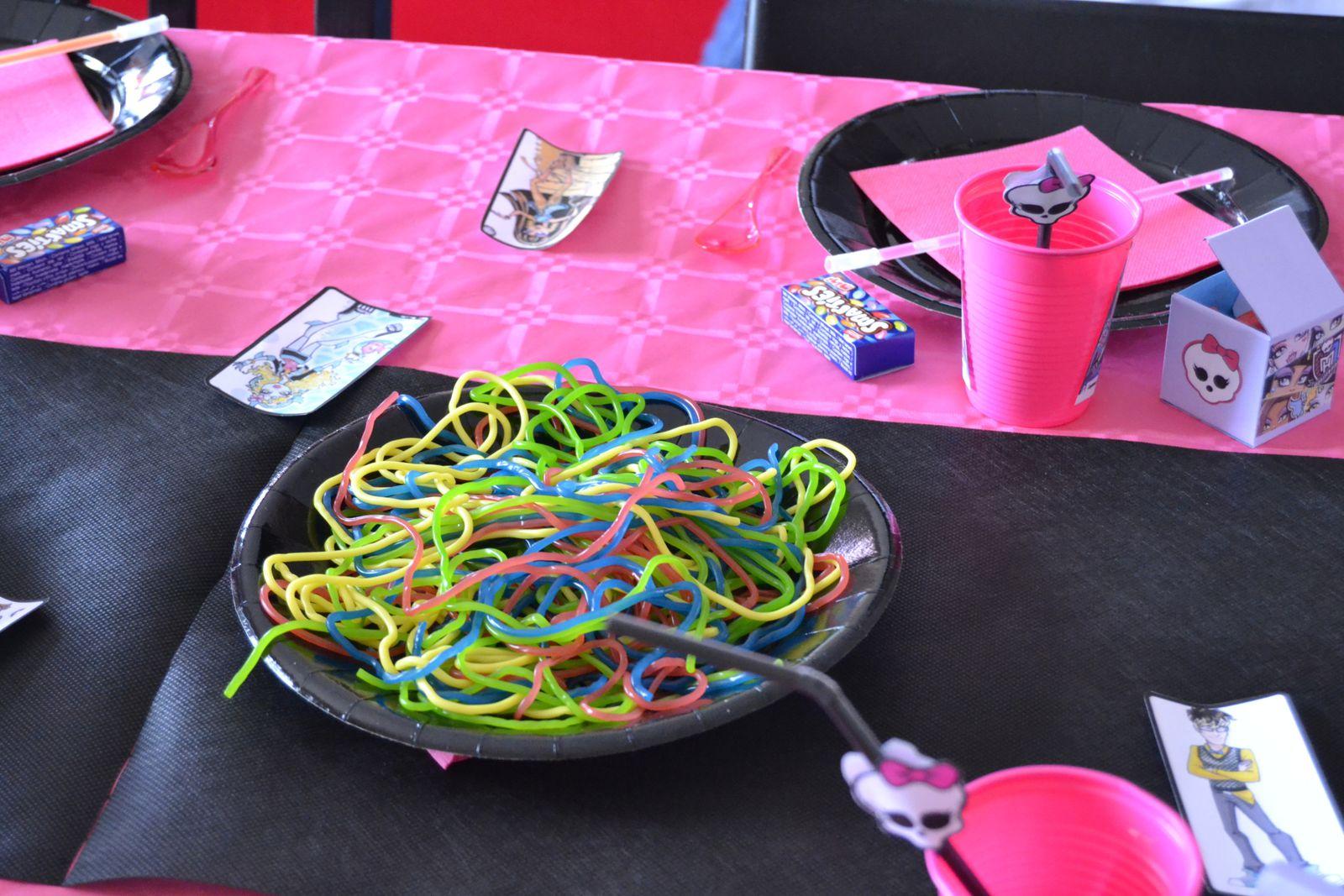 Vaisselle jetable aux couleurs Monster High