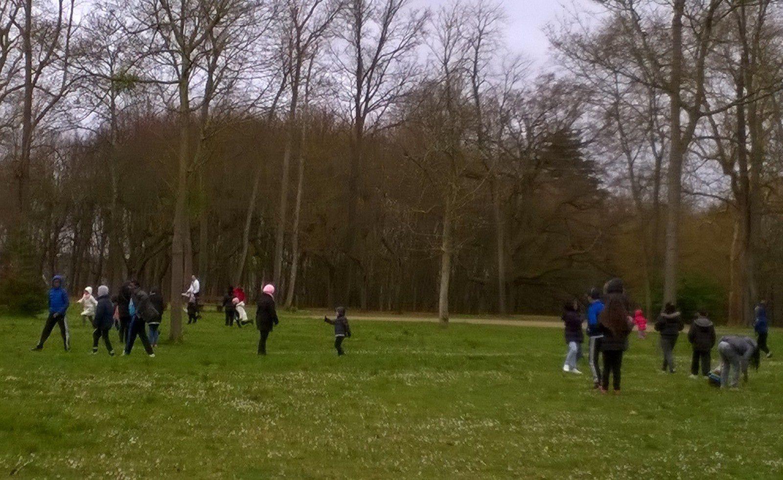 Chasse aux Oeufs dans le parc Chapu