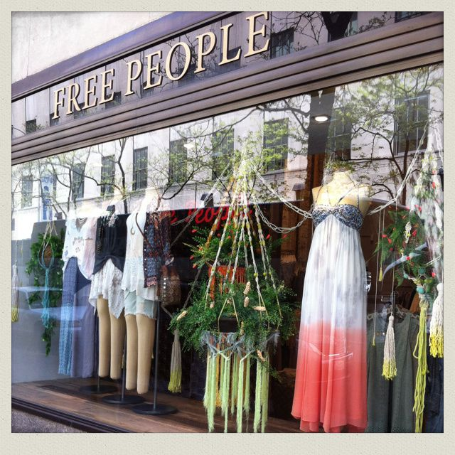 """ Free People "" (Boho & Indie clothing, Designer shoes, accessories). J'adore. Il y a plusieurs boutiques à Manhattan. Le style est un peu moins lisse, plus audacieux et plus pointu que celui d'Anthropologie."