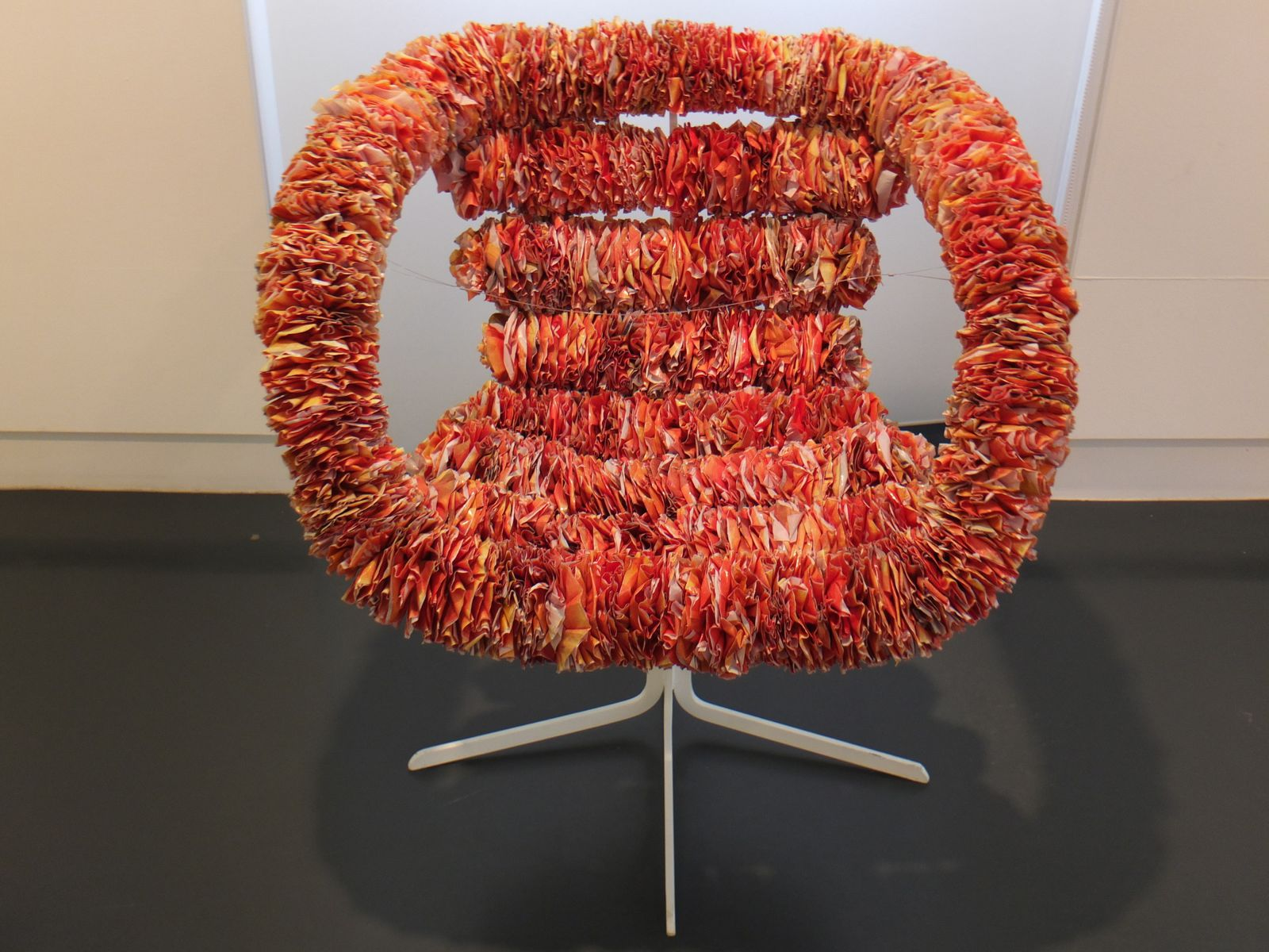 """Inkuku Chair"" (acier, sacs en plastique) de Ryan Frank, 2006. Un bel objet."