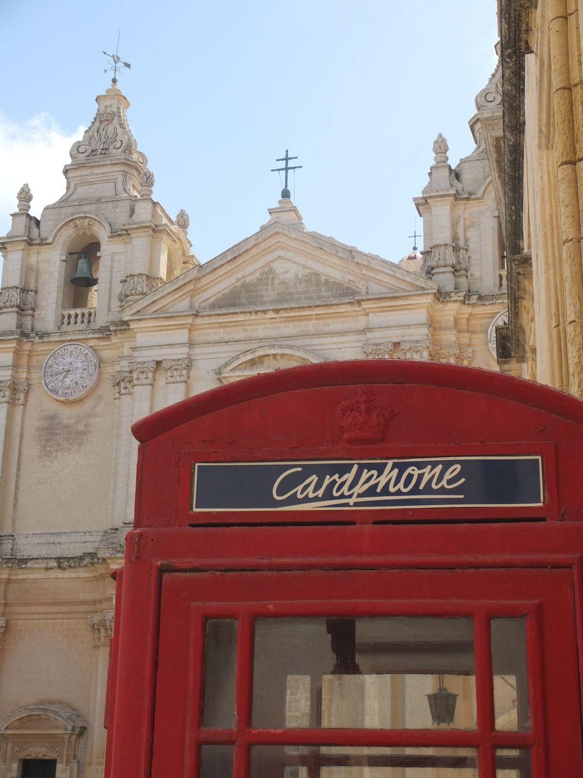 Magnifiques églises à La Valette, Victoria (Gozo) et Mdina. Et toujours la teinte ocre de la pierre calcaire. Art et déco baroques à l'intérieur.