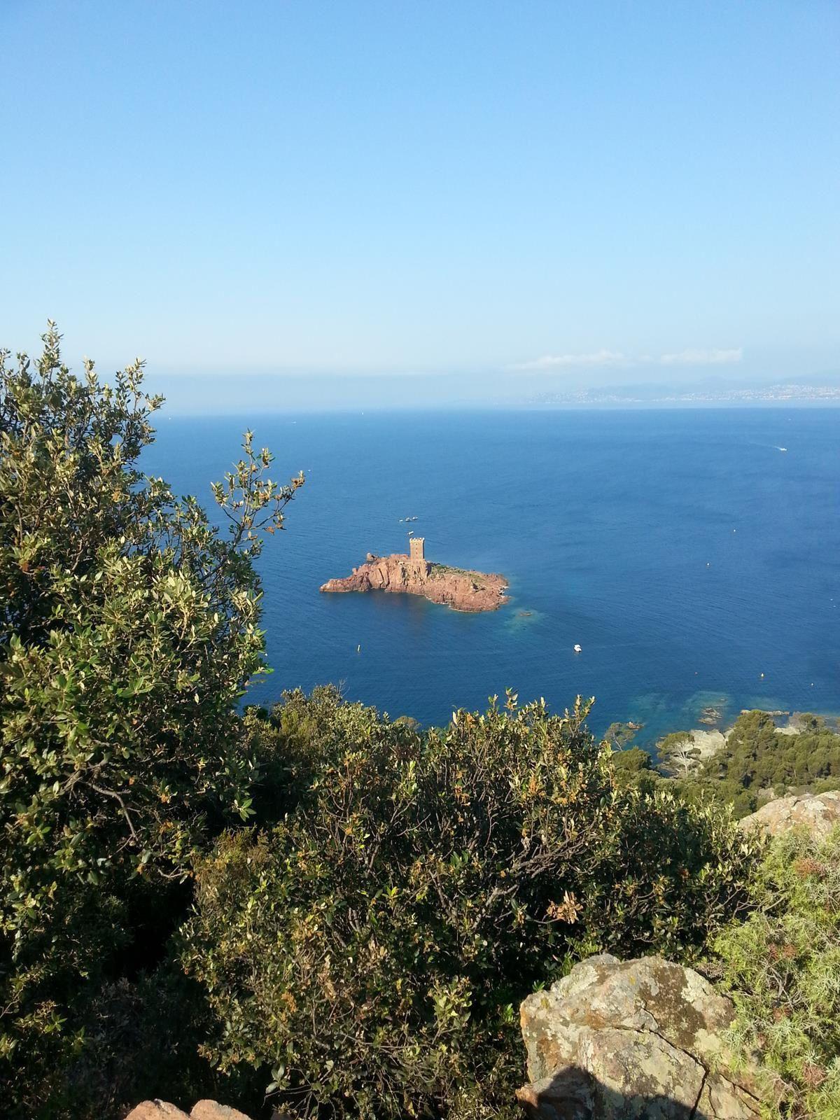 l'île d'or qui aurait inspiré Hergé, quand il a écrit la BD : l'île noire de Tintin