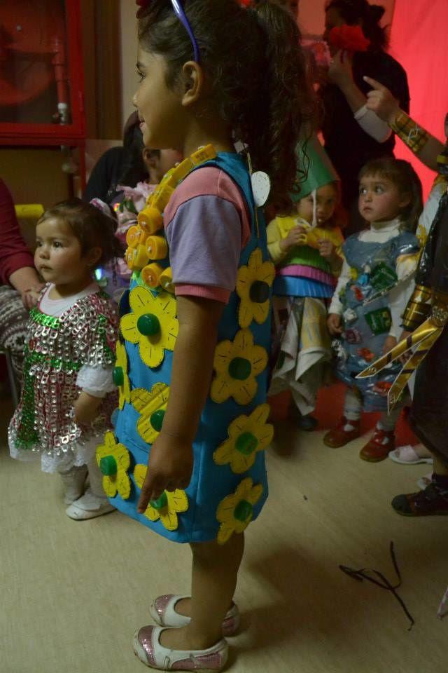 Chili - Fundacion Cepas : DEFILE DE RECYCLAGE A CANTARRANA