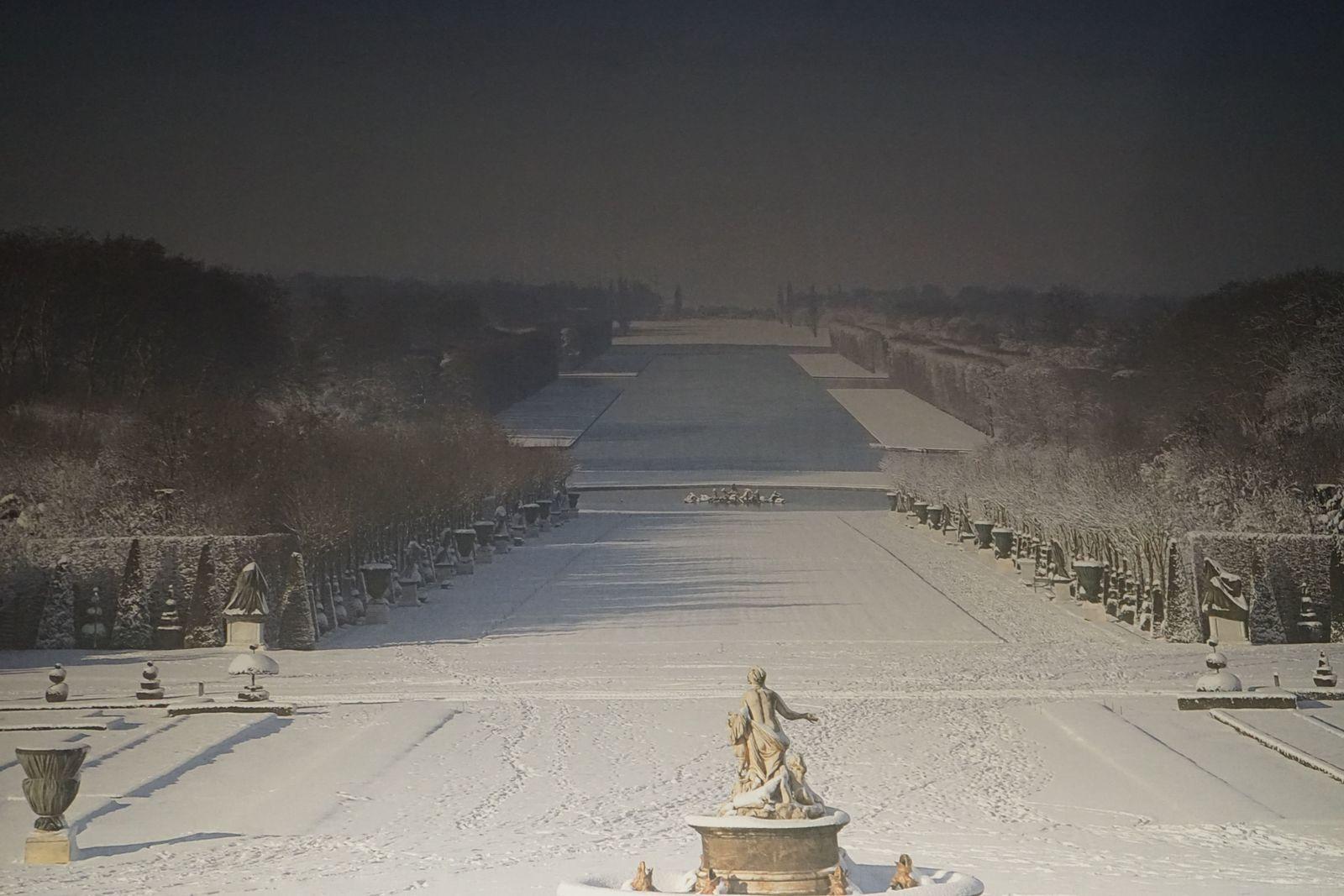 Chutes de neige monstres sur Versailles, tout est bloqué.
