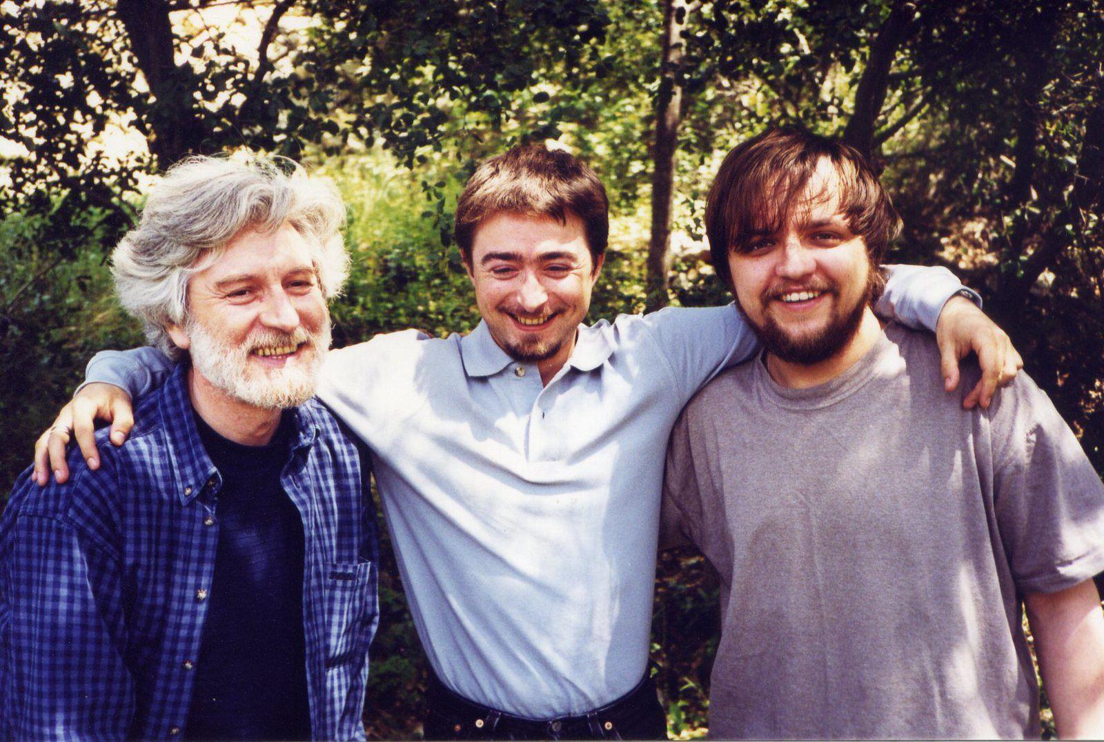Cyril avec Anatoli en 1998 au Revest, Cyril à sa descente du transsibérien le 19 juin 2000, Anatoli, Dasha and Co en 2009 à Corsavy, pour préparer le bocal de 2010, JCG volontaire pour nettoyer les rives, écritures, lectures à Sukhaya et Baklany, la datcha dortoir de l'oligarque qui nous a accueillis la nuit du 13 au 14 août 2010, lectures au Molodiojni Theatr' à Oulan-Oudé, la sirène du Baïkal qui a inspiré mon poème Dans le sillage de Baïkala