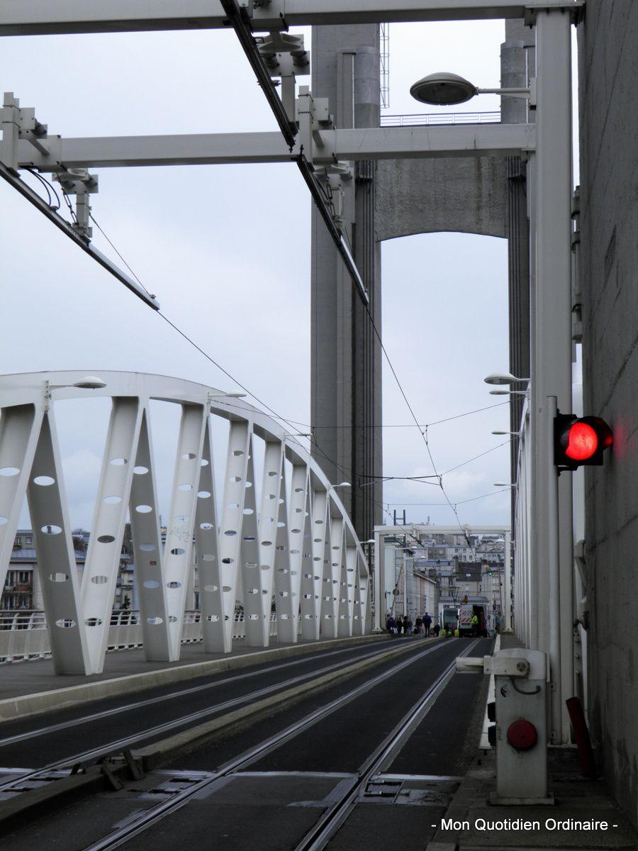 Quand le pont de Recouvrance se lève