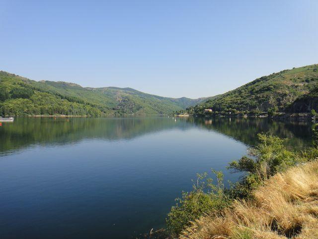 En attendant le groupe à Villefort, je fais quelques photos du lac.