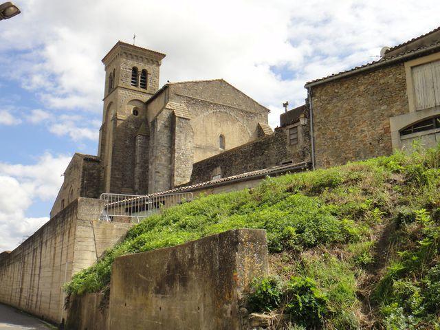Et voilà, je suis de retour devant l'abbaye de Saint-Hilaire.