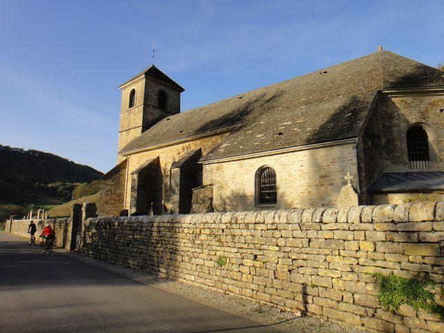 Eglise à la sortie de Baume les Messieurs.