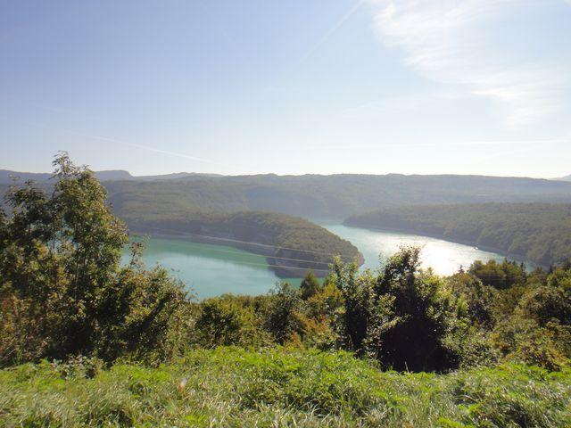 Puis j'arrive au lac de Vouglans.