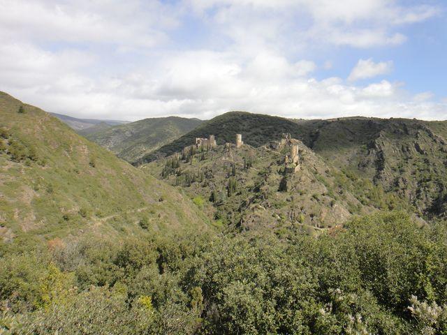 Les 4 châteaux de Lastours depuis le belvédère.