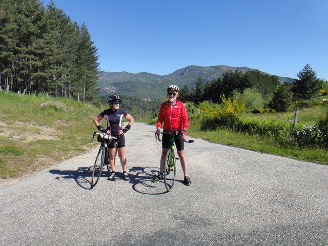 Françoise et Jean-Louis. Nous avons trouvé de belles petites routes sans voiture.