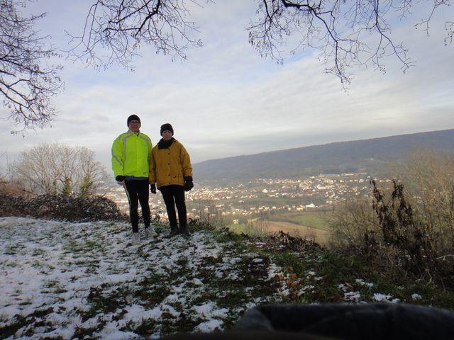 Françoise et moi au belvédère de Montaigü.