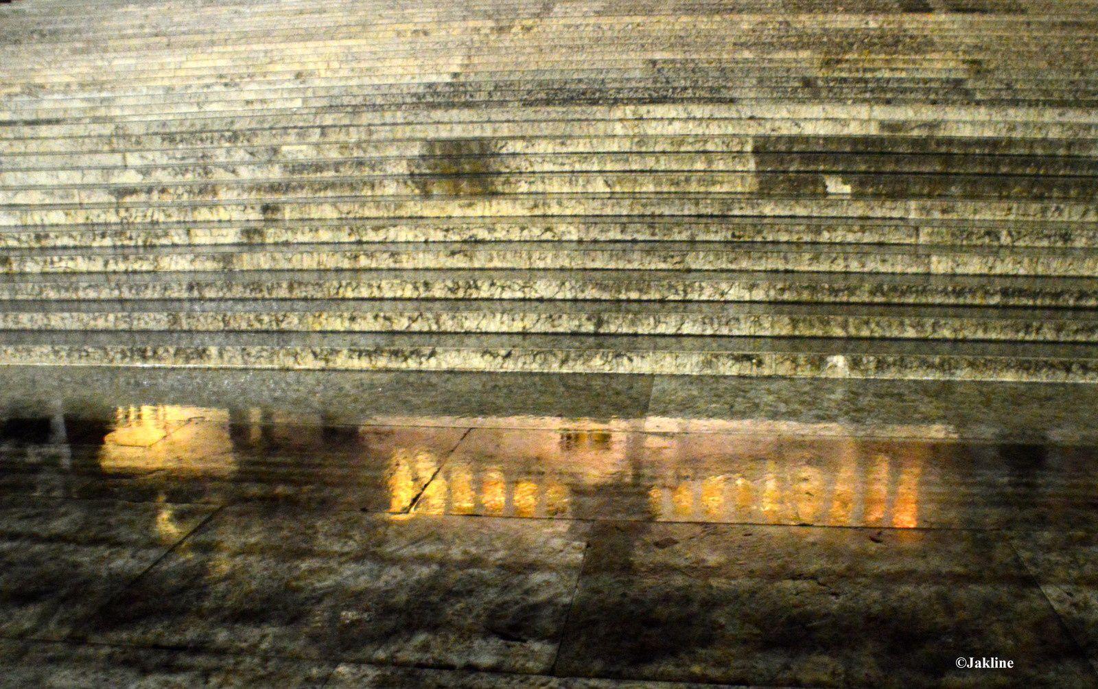 Le monument en nocturne