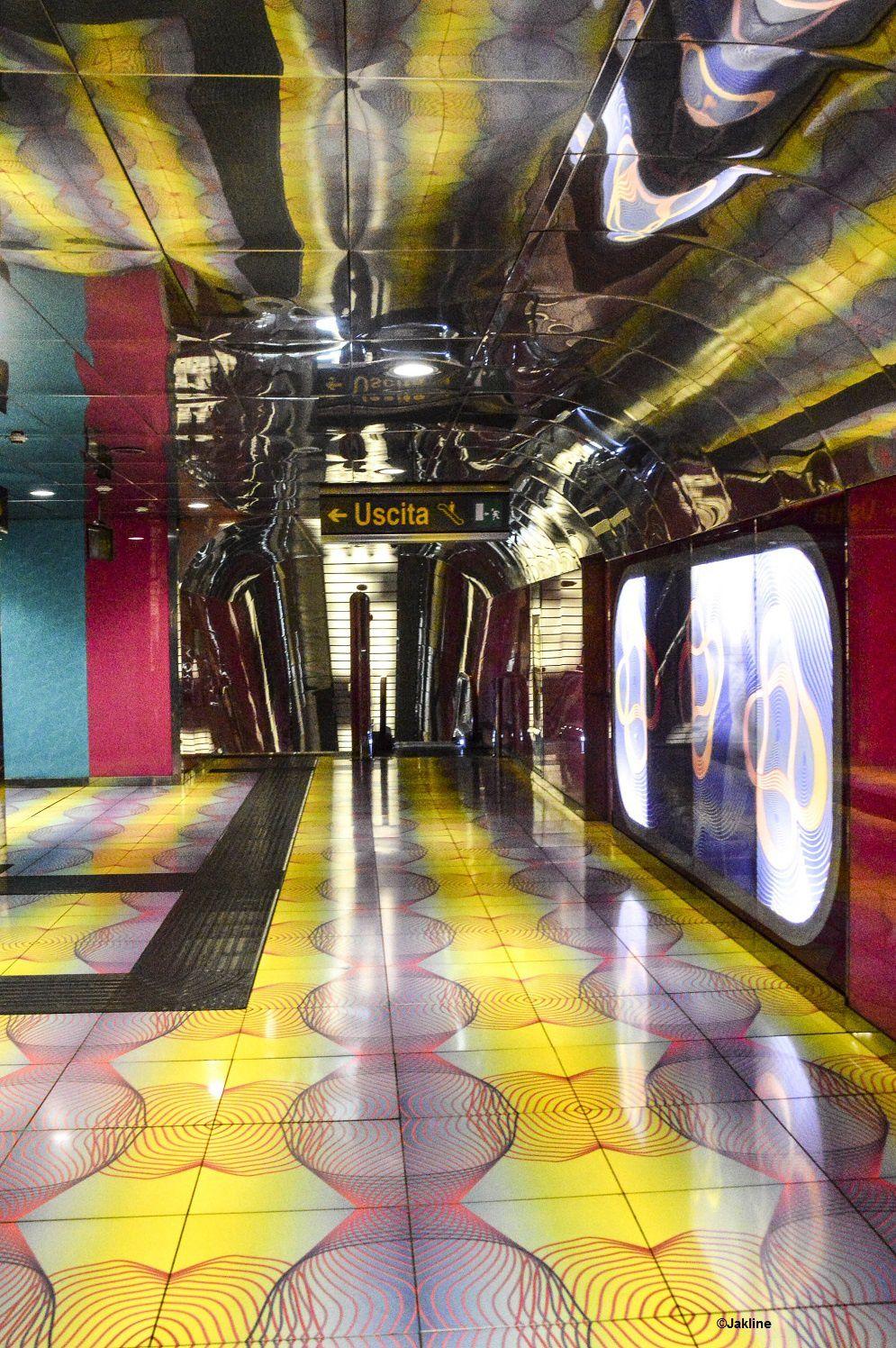 Naples et son métro coloré