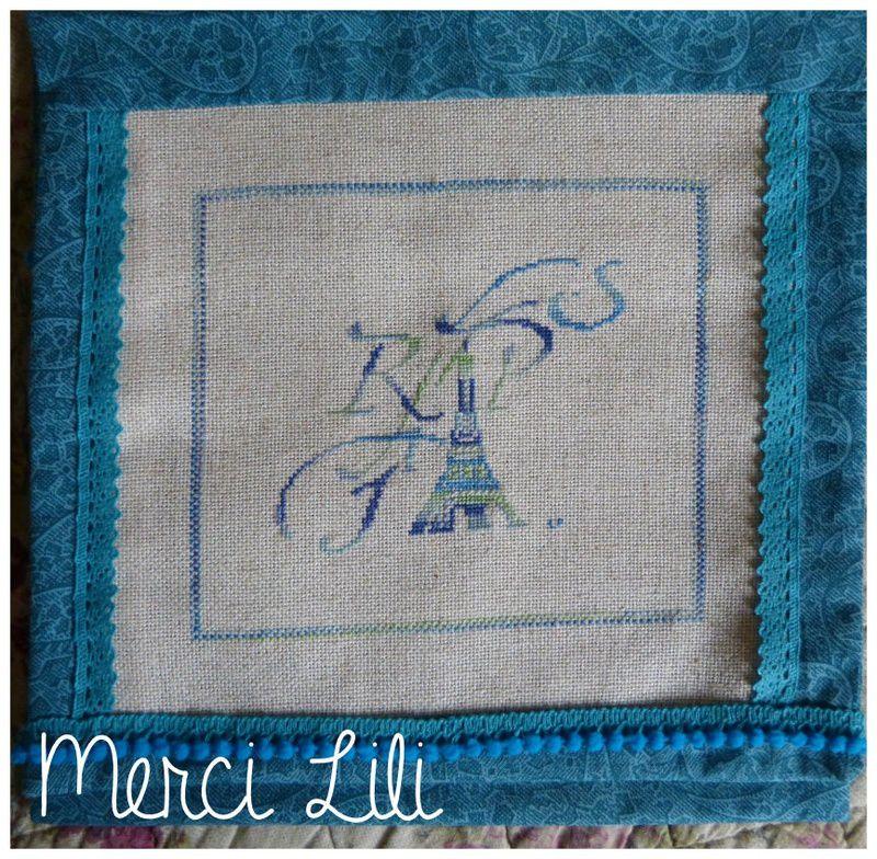 Cadeaux d'anniversaire pour deux amies, une serviette de toilette pour Sylvie et une pochette pour Mumu