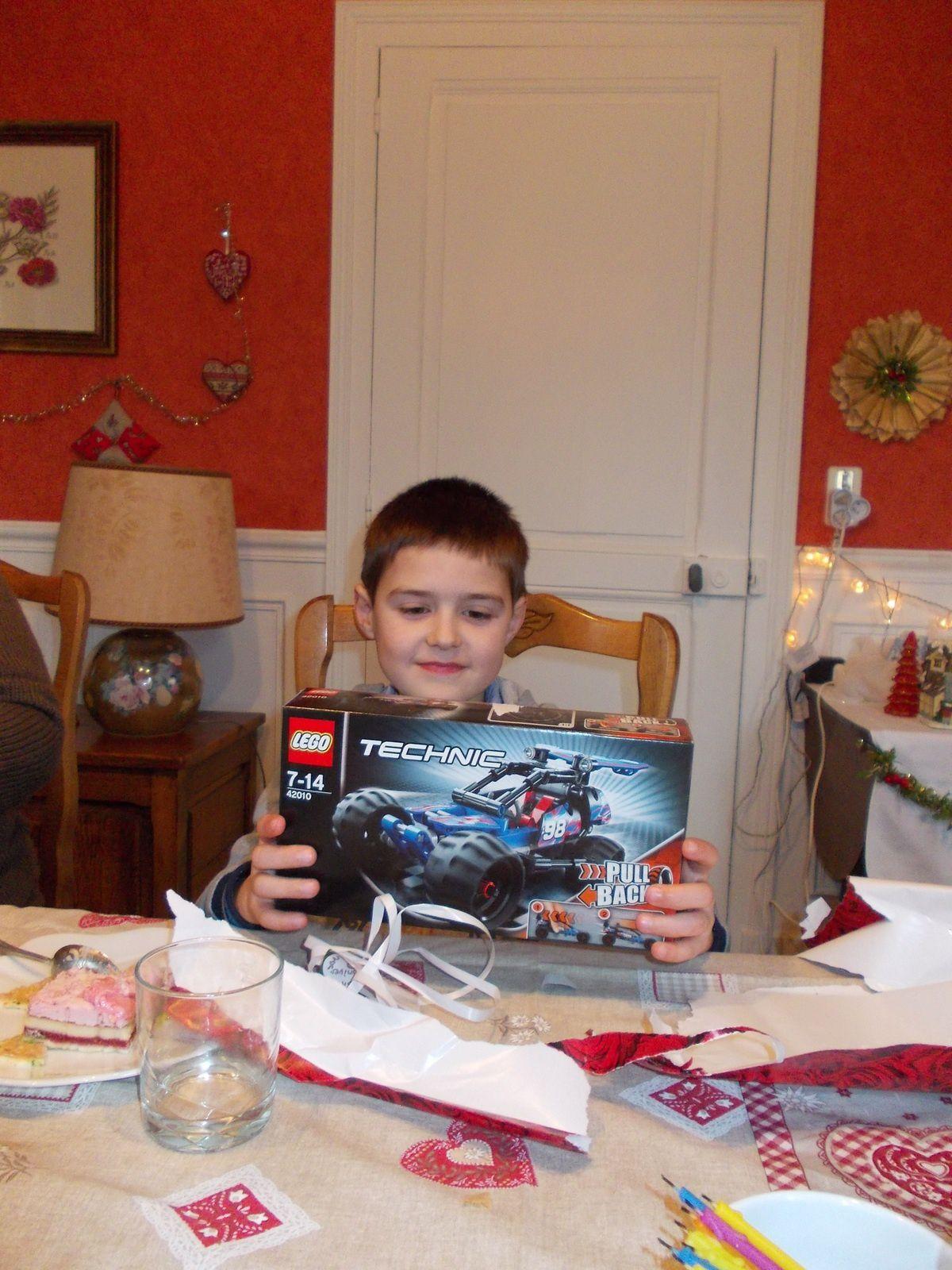 Alban et son gateau d'anniversaire - il est né le 24 Décembre 2005