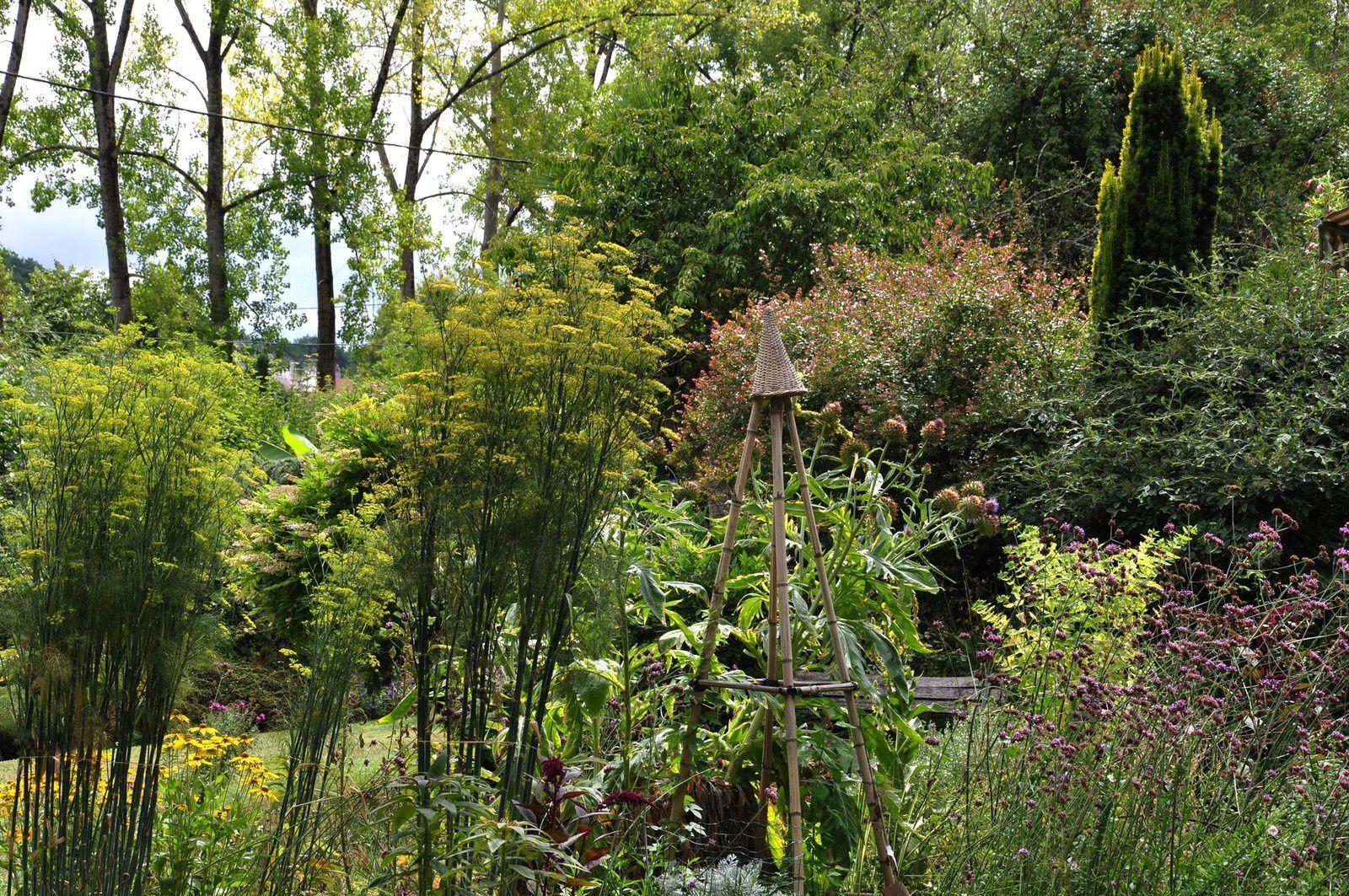 Il y a de jolis contes dans le jardin d'Ingrid