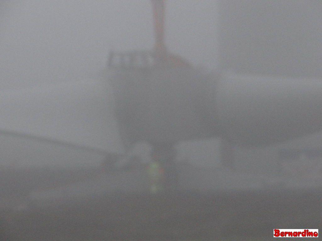 Eolienne Champgenêteux Ho Hisse dans le brouillard