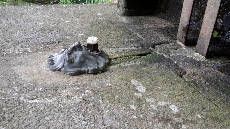 La fontaine au bois du Tay est tarie...