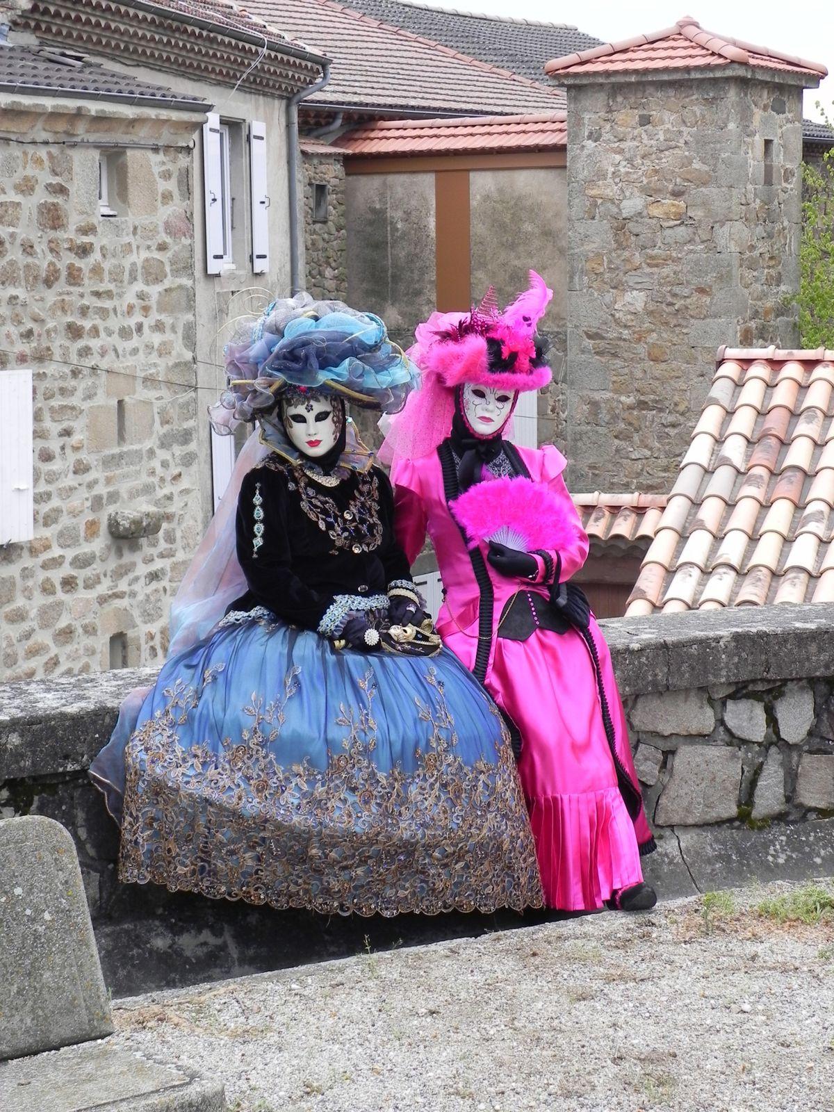 Des costumées surprises.... Qui se cache sous ces costumes ?