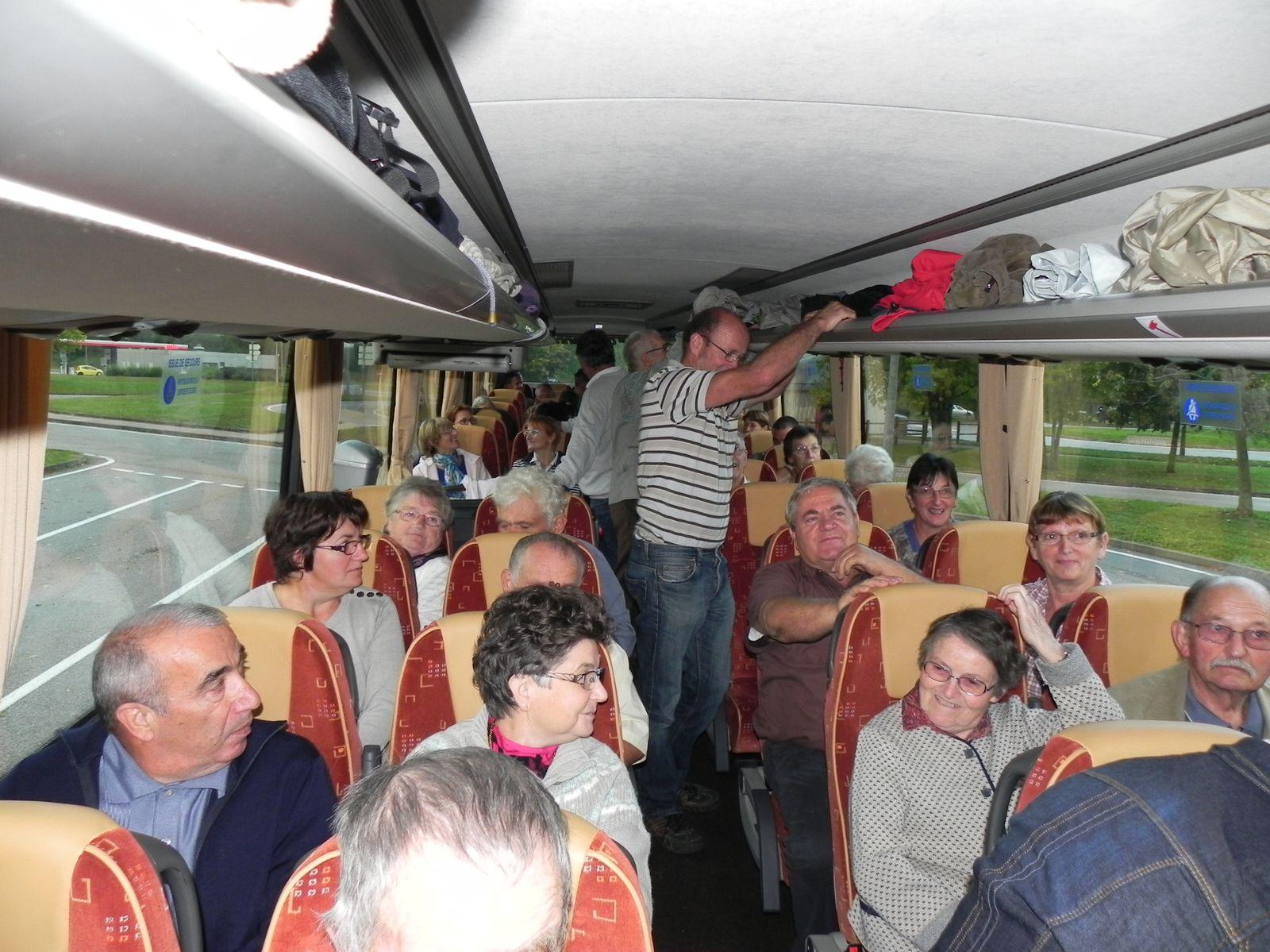 En voiture pour les 46 passagers / bénévoles du Comité des Fêtes