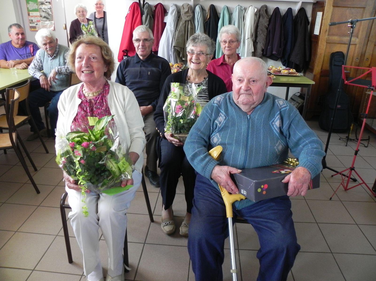 """Joyeux Anniversaire à : Mme Yvonne Duprez et à M. André Mer pour leurs 90 ans, à Mme Bernadette Bouy et à Mme Jacqueline Benani, pour leurs"""" 80 ans et à Mme Denise Perret et à M. Raymond Gamon, pour leurs 70 ans"""