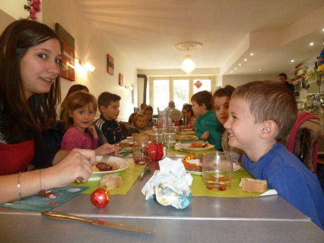 On mange au café du château, invités par Sandrine et Olivier !