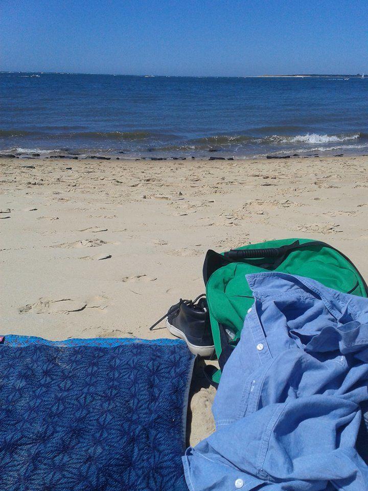 """Hier une journée plage, baignades à Arcachon. La dune et ensuite à gauche vers la Saly. Peu de monde quand on prend le temps de marcher un peu. Horreur de la foule et d'avoir une serviette avec quelqu'un dessus à 1 mètre de moi! Comme la plage n'est pas surveillée et la baignade dangereuse, tranquille, pas d'enfants qui hurelent (!!). L'eau était parfairte (23°) 30 ° sur la plage... Parfait&#x3B; une bonne journée.=é""""°ee, seeieala la dune"""