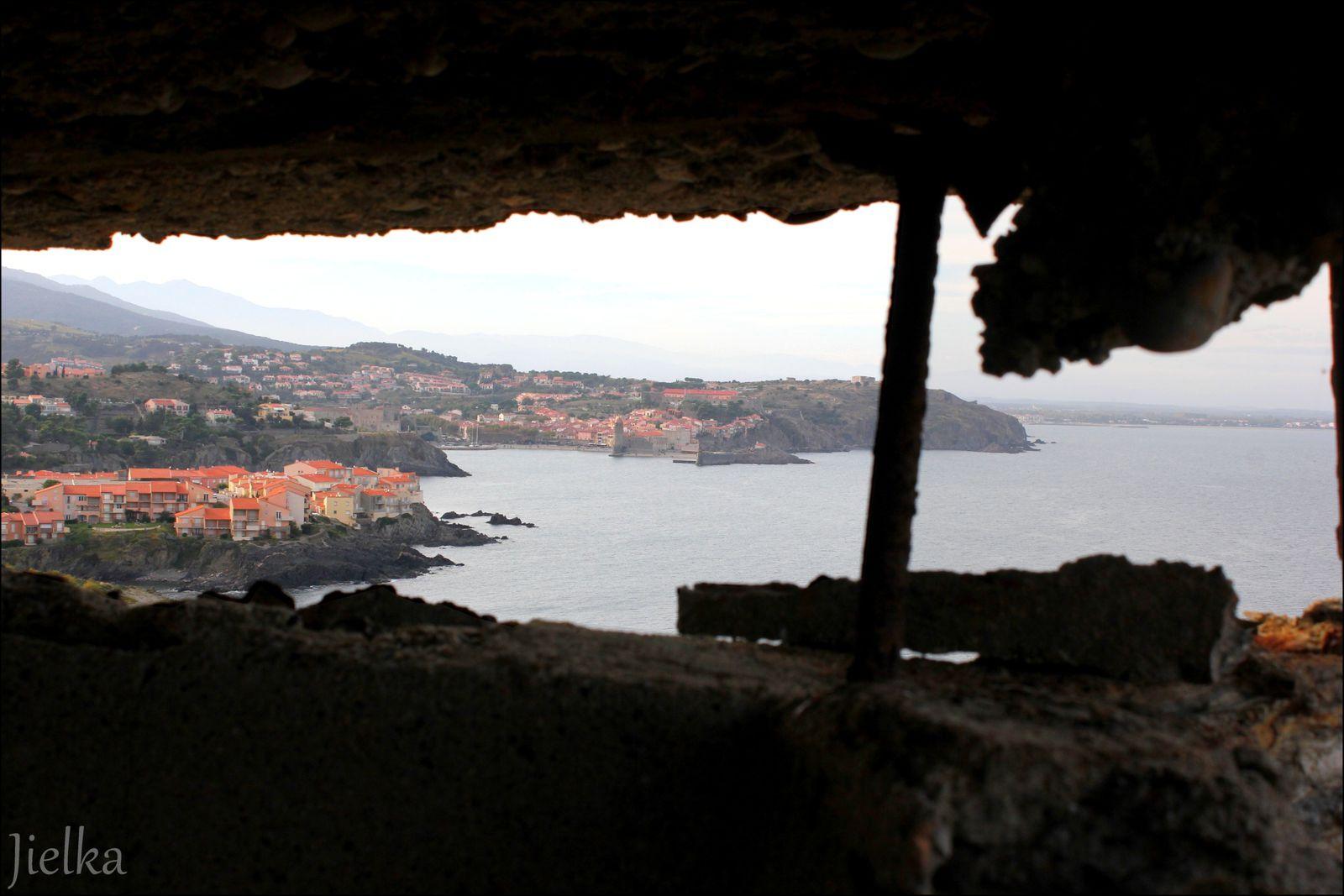 Belle vue sur Colioure et joli dessin sur un mur.
