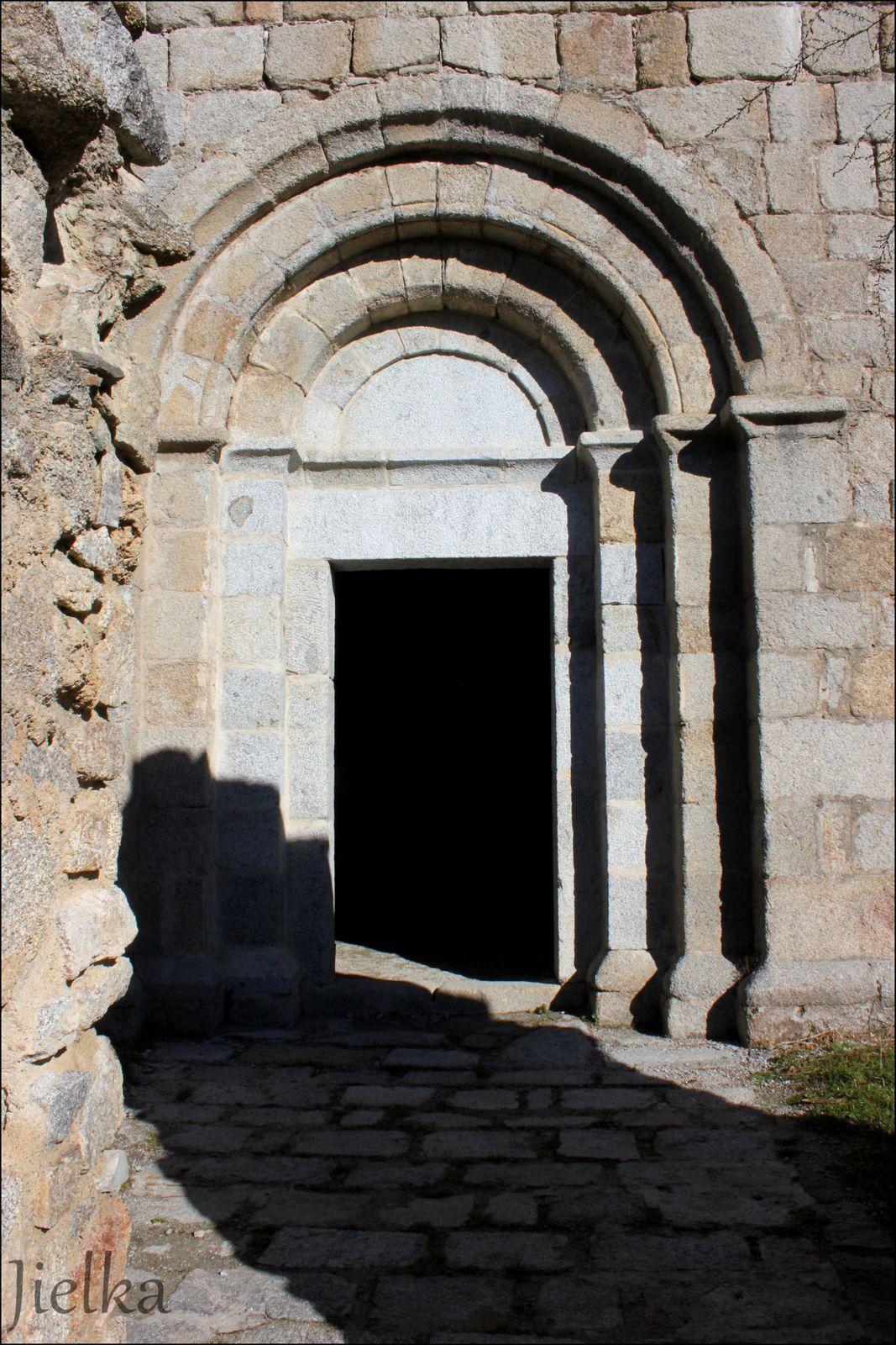 """La chapelle est en cour de restauration par l'association """"Salvaguarda sant Marti de Cortsavy"""""""