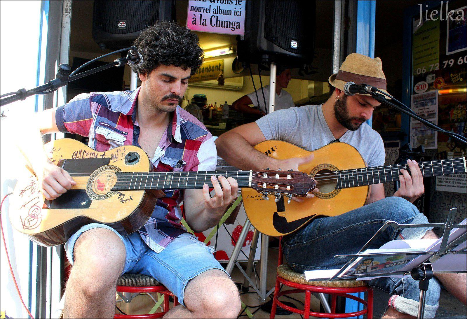 Els delai, des guitaristes géniaux dans un style rumba catalane.
